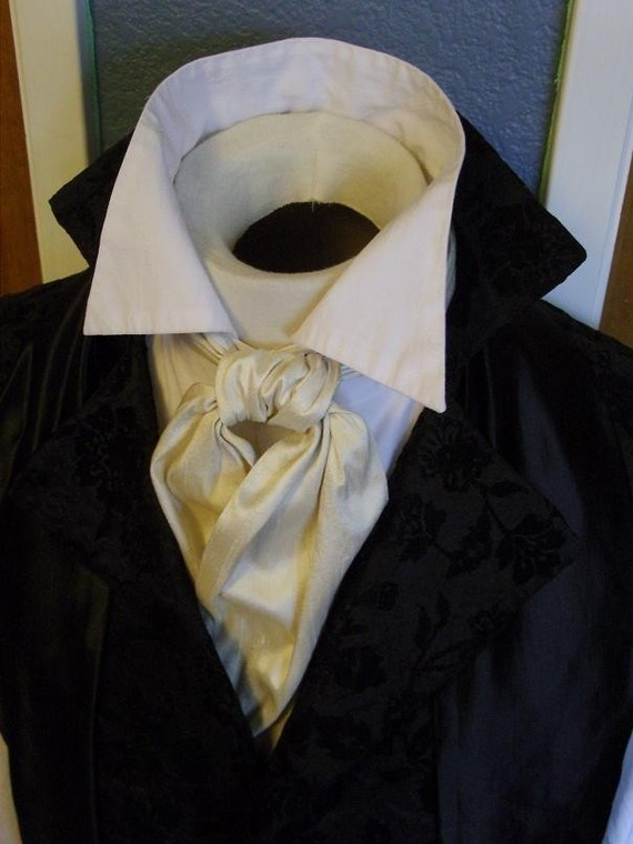 Ways to Tie a Cravat: A Regency Cravat tied with a Barrel Knot.